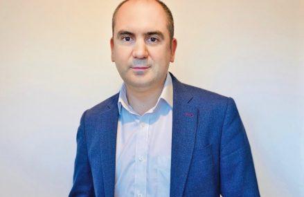 ZF Live. Vlad Nanu, director executiv la Amdaris, companie de dezvoltare software care are 300 de angajaţi, cu sediul central în Marea Britanie, dar are birouri la Timişoara şi Chişinău: Digitalizarea este viitorul, nu este un trend. Trebuie să investim acum pentru a facilita creşterea businessurilor