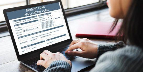 Guvernul Statelor Unite poate pierde peste 400 de miliarde de dolari din cadrul programului federal de acordare a creditelor pentru studenţi: Suma se apropie de pierderile înregistrate de bănci în timpul crizei subprime