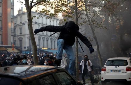 Zeci de mii de persoane au ieşit pe străzi să protesteze în Franţa faţă de un proiect de lege privind siguranţa publică
