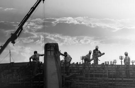 Managerii estimează scăderea activităţii din construcţii, comerţ şi servicii din ianuarie până în martie, în paralel cu creşterea preţurilor