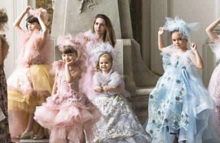 Afaceri de la zero. Iulia Iştoc creează rochii pentru şedinţe foto şi evenimente private în Sfântu Gheorghe şi le trimite în toată ţara, dar şi în Anglia şi Germania