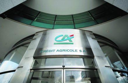 Vista Bank, controlată de grupul grec Vardinogiannis, ajunge la active de peste 1,4 mld. euro şi o cotă de piaţă de circa 1% după achiziţia Crédit Agricole şi urcă spre top 15 cele mai mari bănci. Francezii de la Crédit Agricole pleacă din piaţa bancară locală după un deceniu