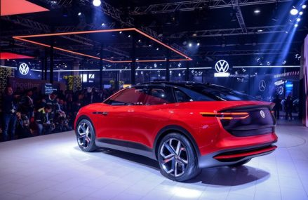 Volkswagen se ia la trântă cu Tesla: Nemţii atacă piaţa din China cu ID.4 Crozz, un SUV electric cu 70% mai ieftin decât Model Y