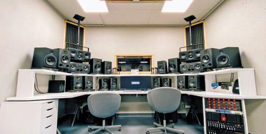 """Business MAGAZIN. Cum a trecut Zeedo Media, o firmă de producţie tehnică pentru evenimente, cu un microfon de studio care costă 15.000 de euro, prin două crize. """"Oricine a mers în online a avut nevoie de echipamente specifice"""""""