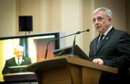 Isărescu: Pe plan fiscal vedem o dorință de consolidare. În privința cursului de schimb, suntem pregătiți să asigurăm o mai multă flexibilitate având în vedere rolul său de ancoră a încrederii sociale în România