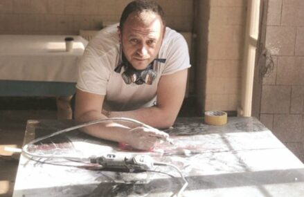 Afaceri de la zero. Florin Moroşanu valorifică lemnul care ar fi aruncat şi creează mese unicat sub brandul Moth, pe care l-a dus la peste 20.000 euro în 2020