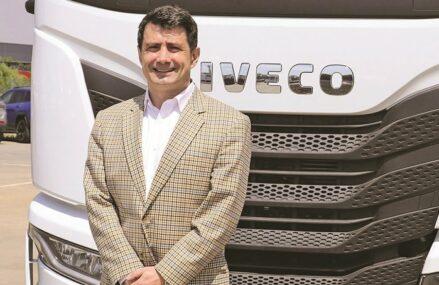 """Investiţi în România! Andrei Gagea, directorul general al Iveco: Companiile de transport au reluat achiziţiile de camioane. """"Camioanele pentru construcţii nu au avut un recul în 2020 cum au avut cele pentru transport internaţional care au scăzut cu 45%"""""""