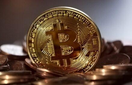 Care sunt avantajele și dezavantajele monedei Bitcoin?