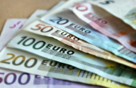 Comisia Europeană obține încă 14 miliarde euro din vânzarea de obligațiuni SURE