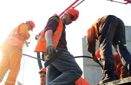 Troia Premium Construct, cu afaceri de 96 mil. lei: Aşteptăm în continuare deblocarea unor proiecte majore de infrastructură. Troia Premium Construct este deţinută, potrivit informaţiilor de pe platforma de analiză financiară Confidas.ro, de Eugenia Neacşu (cu un pachet de 95% din acţiuni) şi Ciprian Nicolae Mihăescu (5%)