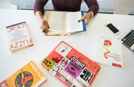 4 carti de beletristica pentru pasionatii de lectura