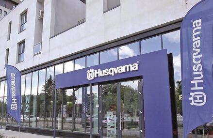Suedezii la Husqvarna vor să ajungă la 10 concept store-uri cu unelte motorizate în România până în 2023. Recent, Husqvarna a deschis un concept store la Bucureşti, al doilea de până acum, cu o investiţie de 120.000 de euro