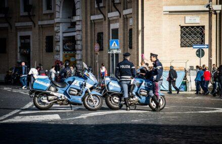 INFOGRAFIC Poliția din România, a doua cea mai coruptă din Uniunea Europeană
