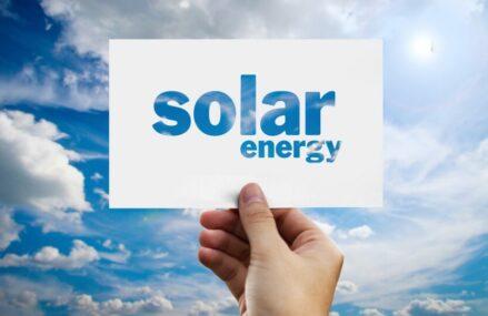 Cum au Evoluat Solutiile de Energie Regenerabila in Timp?