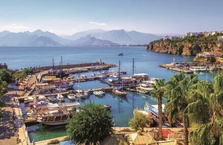 """Grupul Karpaten Turism ţinteşte afaceri de 50 mil. euro. """"La final de noiembrie lansăm chartere spre şase destinaţii exotice. Charterele reprezintă în prezent nucleul businessului nostru. Apetitul românilor pentru destinaţii exotice este în creştere"""". Preţul mediu plătit pe vacanţe spre Maldive sau Republica Dominicană ste de 1.500 de euro de persoană"""