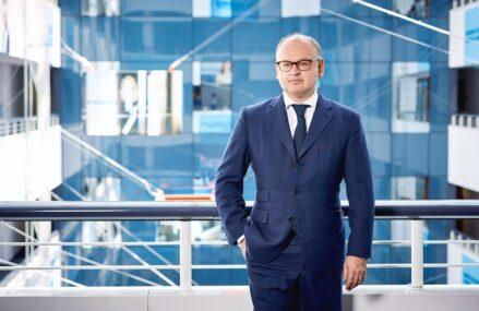 """Bernd Spalt, CEO Erste Group: """"Indicatorii arată o redresare mai dinamică în estul UE decât în Vest"""". România – cel mai mare impact potențial în PIB din zonă prin Fondul de redresare UE"""