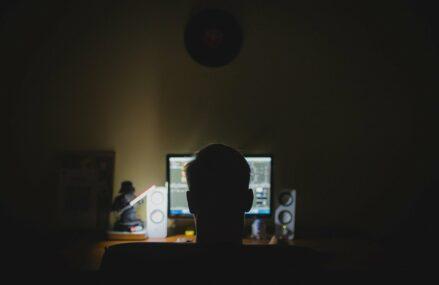 FOTO Val masiv de e-mail-uri de șantaj în România – hackerii cer câte 1.250 de dolari ca să nu publice imagini compromițătoare cu victimele