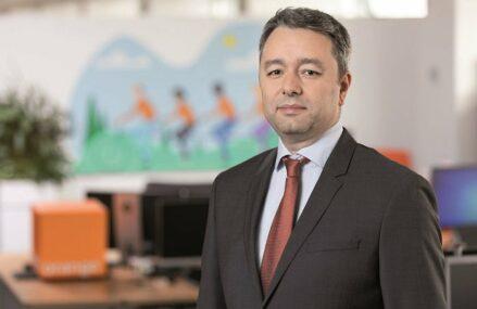 ZF Tech Day. Florin Popa, director B2B Orange: Odată cu preluarea efectivă a diviziei fixe a Telekom ţinta noastră este să devenim lider de piaţă şi pe comunicaţii integrate şi servicii de IT&C. Avem venituri în creştere, profitabilitate în creştere şi un număr de proiecte noi care este, la fel, în creştere faţă de aceeaşi perioadă a anului trecut