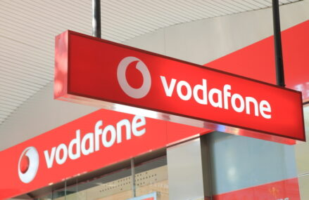 EXCLUSIV Vodafone România renunță la o licență telecom pentru care plătea 750.000 euro pe an. ANCOM o va scoate la vânzare în toamnă, alături de alte licențe
