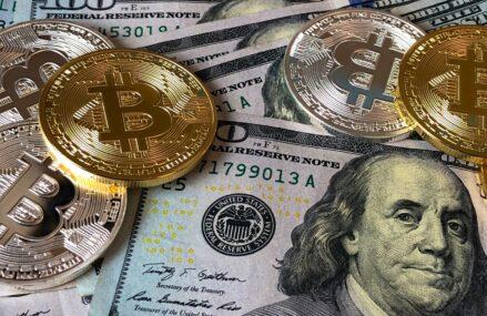 Bitcoin depășește pragul de 50.000 de dolari