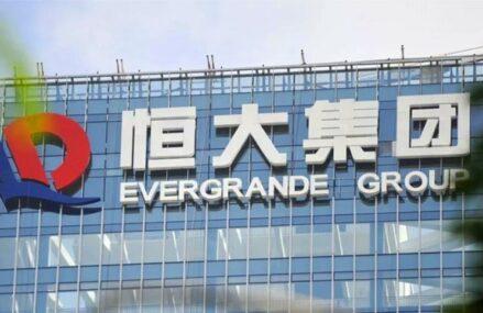 Temerile legate de prăbușirea Evergrande se amplifică din nou, după ce compania nu ar fi reușit să plătească dobânzi de 83 milioane dolari. Acțiunile gigantului chinez au pierdut circa 11%  în ultima ședință a săptămânii