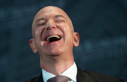 Amazon accelerează pariul pe sănătate: Compania pune la dispoziţie un asistent vocal capabil să execute comenzi în timpul unei operaţii