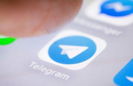 O nouă schemă de fraudă pe Telegram – atacatorii oferă certificate false de vaccinare, contra unei sume de bani. Cu cât este vândut un certificat verde