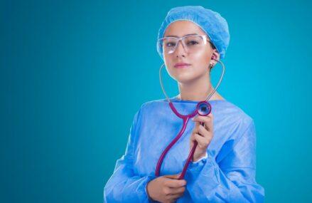 De ce aspecte se tine cont pentru achizitionarea celor mai bune uniforme medicale?