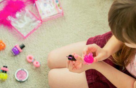Farduri si oja pentru copii: produse sigure pentru micutele domnisoare